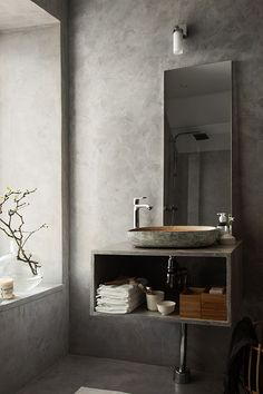 A beautiful concrete grey bathroom (stilinspiration)