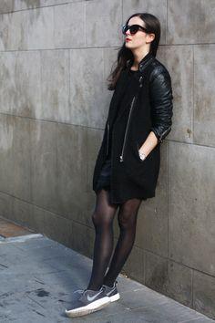 all black outfit, nike roshe runs