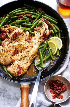 Looking for a healthy dinner in less than 30 minutes to prepare? No problem. This garlic lemon chicken and green beans main-dish will satisfy your family's appetite. Dinner never sounded so g… Note- fry bacon in skillet first, remove it and sauté the chicken in the same skillet. Then you use only one pan!