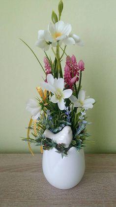 dekorBEA / Jarna dekoracia v keramickom tulipane Ikebana, Glass Vase, Easter, Home Decor, Homemade Home Decor, Decoration Home, Floral Arrangement, Interior Decorating