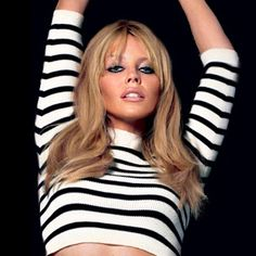 """The photo """"Kylie Minogue"""" has been viewed 191 times. Kylie Minogue, Photo Galleries, Make Up, Singer, Crop Tops, Long Hair Styles, Image, Beauty, Women"""