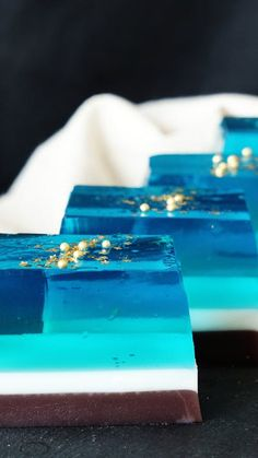 Recipe with video instructions: You won't need a space telescope to enjoy this jiggly galaxy-inspired dessert. Ingredients: Gold leaf, A:, 100 milliliters Blue Hawaii shaved ice syrup, Jello Dessert Recipes, Donut Recipes, Pastry Recipes, Gelatin Recipes, Delicious Desserts, Galaxy Cupcakes, Galaxy Cake, Tastemade Dessert, Planet Cake