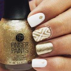 Classy white & gold mani for New Year's Eve! ✨