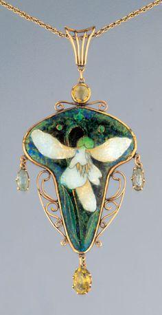 Charles Robert Ashbee 'Snowdrop' Pendant, cloisonne enamel, citrine, aquamarine, gold c. Jewelry Crafts, Jewelry Art, Fine Jewelry, Jewelry Design, Jewellery, Enamel Jewelry, Antique Jewelry, Vintage Jewelry, Bijoux Art Nouveau