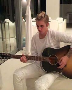 I love the way how he plays the guitar. ❤️ #justinbieber #purpose #purposeworldtour