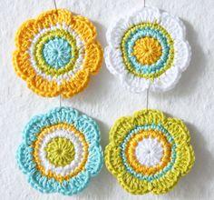 Crochet Flowers Applique Embellishment in yellow white green blue Crochet Mandala, Crochet Flower Patterns, Crochet Art, Knit Or Crochet, Crochet Motif, Crochet Crafts, Crochet Doilies, Yarn Crafts, Crochet Flowers