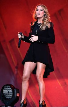 Carrie Underwood performs onstage at the 2014 Global Citizen Festival to end extreme poverty by 2030 in Central Park on September 2014 in New York City. Carrie Underwood Hot, Carrie Underwood Pictures, Star Citizen, Central Park, Global Citizen Festival, All American Girl, Great Legs, Nice Legs, Female Singers