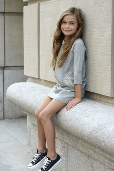 Kidsstyle - Dress and sneakers