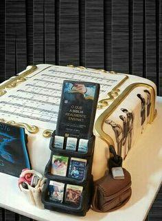Cart as center piece Pioneer School, Jw Pioneer, Pioneer Gifts, Beautiful Cakes, Amazing Cakes, Caleb Y Sofia, Bible Cake, Jw Bible, Jars