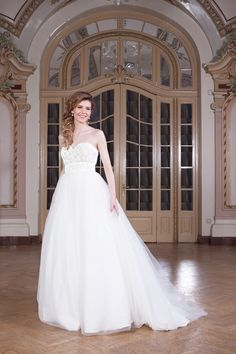 The Anastasia wedding dress with full skirt and corset with lace and fine beads