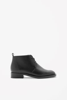 Made from smooth polished leather, these desert boots have a simple lace-up front and clean raw edges. Round-toed, they have a stacked leather sole and comfortable cushioned insole. Big Fashion, Fashion Brand, Winter Fashion, Fashion Blogs, Fashion Design, Cos Shoes, Shoe Boots, Ankle Boots, Desert Boots