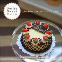 Miniature Vanilla Cake with Strawberry and por PetiteSweetDeco