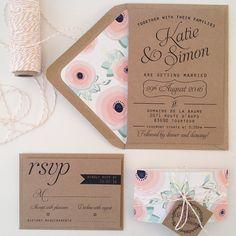 Suite de invitación de boda de Kraft, Kraft alineado sobres, Bakers Twine, invitaciones de boda Floral {depósito de}