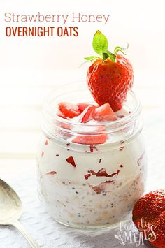 These Strawberry Honey Overnight Oats are the perfect solution, because you set them up the night before. A healthy breakfast is just waiting for you!