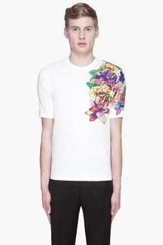 White Floral Print T-shirt for men Cool Tee Shirts, Cool Tees, T Shirt, Tee Shirt Designs, Fashion Books, Stylish Men, Well Dressed, Mens Tees, Dsquared2
