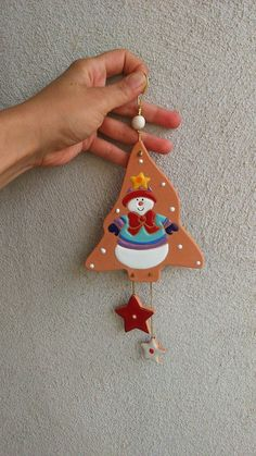 This is ceramic but sugar cookies or gingerbread would work. Clay Ornaments, Felt Christmas Ornaments, Christmas Wood, Ceramics Projects, Clay Projects, Christmas Tree Decorations To Make, Diy And Crafts, Christmas Crafts, Polymer Clay Christmas