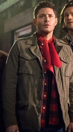 Dean in 13x16 I don't get the pervey scarf!