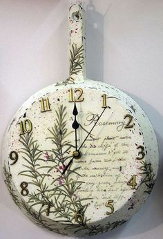 HomelySmart | 20 DIY Clock Projects For Home Decor