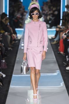0cbc6002498 Moschino Fall 2018 Ready-to-Wear Fashion Show Collection Μόδα Της  Πασαρέλας, Φούστες