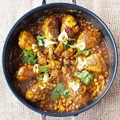 'Pukka' is het Indiase woord voor 'de enige echte' of 'authentieke', vandaar de naam van dit gerecht. Deze curry is gewoon superlekker!Zet 'm midden op tafel met (eventueel) een paarlepels yoghurt en strooi er korianderblaadjes over. Wie wil...