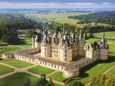 Chateau of Chambord, Blois Cheverny castles, lunch and wine tasting-guided Loire Valley Day tour 8 passengers Real Castles, French Castles, Beautiful Castles, Beautiful Buildings, Beautiful Places, English Castles, Chateau Medieval, Medieval Castle, Cheverny