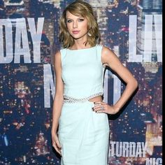 Taylor Wwift always seems to look so fabulous! She is such a style #icon! She rocked the red carpet at #SNL40 last night. #styleicon #trendsetter #taylorswift #SNL40redcarpet #saturdaynightlive #celebrities #celebs #celebritylooks #glam #redcarpet #tswift