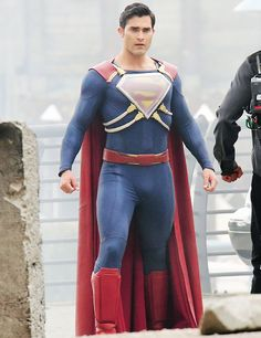 The latest footage from the set of Supergirl season two features a very interesting alteration to the Man of Steel's costume as Superman heads into battle against a bad guy who looks an awful lot like Metallo.