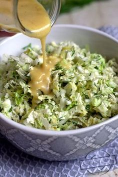 Honey and mustard sauce for salads - flavors on the plate Healthy Salad Recipes, Healthy Snacks, Healthy Eating, Yummy Chicken Recipes, Side Recipes, My Favorite Food, Love Food, Food And Drink, Easy Meals