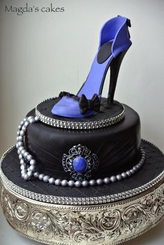 Black and purple stiletto - Cake by Magda's cakes