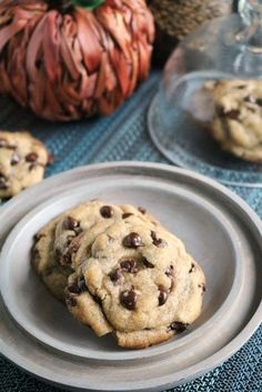 My perfect, chewy chocolate chip cookies got a makeover for fall with the addition of browned butter and pumpkin pie spice #pumpkinspice #cookies