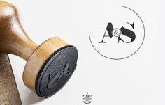 Tampon mariage Monogramme design personnalisé avec vos initiales. Tampon mariage initiales à apposer sur vos enveloppes, faire-part de mariage.