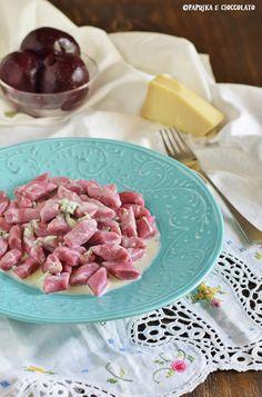 Gnocchi di barbabietola con salsa al gorgonzola Gnocchi, Ravioli, Quiches, Dream Homes, Risotto, Salsa, Cottage, Fish, Country