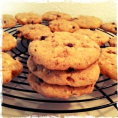 Black & Whit Source by Walnut Cookies, White Chocolate, Almond, Chocolate Cookies, Black And White, Desserts, Food, Food Food, Recipes