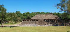https://flic.kr/p/D5W4DY | EL Tajin 107 |  El Tajín es una zona arqueológica precolombina cerca de la ciudad de Papantla, Veracruz, México. La ciudad de Tajín se cree que fue la capital del imperio Totonaca y llegó a su apogeo en la transición al Posclásico conocido también como Período Epiclásico mesoamericano, entre los años 800 y 1150, cuenta con varias Canchas de Pelota y basamentos piramidales. Wikipedia