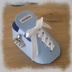 Connie`s lille verden: Bordkort, servietter og lys til Jonathan sin barnedåp Tutorial, Alter, Baby Shoes, Invitations, Make It Yourself, Cards, How To Make, Ideas Para, Inspiration