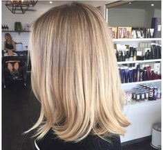 Gorgeous blend from deeper roots into fresh creamy vanilla ends 🍦🍦🍦 Baby lights and balayage to achieve this blend. Blonde Hair Looks, Blonde Hair With Highlights, Brown Blonde Hair, Balayage Highlights, Sandy Blonde Hair, Blonde Wig, Short Blonde, Balayage Hair, Blonde Balayage Honey