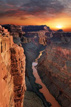 The grand canyon north rim is a great place to take the kids and family. Excellent day hiking, tent camping, and scenic overlooks. Experience waterfalls and viewpoints. You can do photography and drawing of the south rim. Bucket list trip for #vanlife. Go camping in a tent, rv motorhome or diy campervan conversion. Arizona Road Trip, Places To Travel, Travel Destinations, Places To Visit, Vacation Ideas, Beautiful World, Beautiful Places, Yellowstone Nationalpark, Grand Canyon Camping