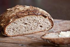 Bramborový kváskový chléb s vlašskými ořechy Bread And Pastries, Homemade, Food, Tortillas, Breads, Mince Pies, Bread Rolls, Home Made, Essen