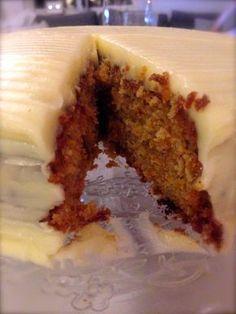 Jeg har endelig funnet min absolutte favoritt oppskrift på gulrotkake. Denne er både enkel å lage... Delicious Cake Recipes, Best Cake Recipes, Candy Recipes, Yummy Cakes, Sweet Recipes, Dessert Recipes, Yummy Food, Desserts, Chocolate Crack