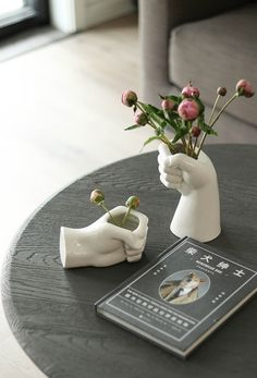 ➤ Product Description: -Handmade ceramic minimalist vases. -Ideal for living room decoration or home & office decor. -Very stylish, it adds a nice look to your home. -Is an excellent gift, can be used as Christmas gift, Anniversary gift, wedding gift or birthday gift. *Plants are not included * ➤ Dimensions Please refer to pictures. ➤Please Note: Since this is a handmade product, it may have minor defects such as pits, pores, black spots, bumps, etc. Due to the nature of handmade products, i Keramik Design, Aesthetic Room Decor, Handmade Home Decor, Home Office Decor, Ceramic Vase, Clay Crafts, Clay Art, Pottery Art, Flower Vases