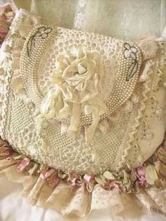 Lace purse, perfect for a vintage wedding. Vintage Purses, Vintage Bags, Shabby Vintage, Lace Purse, Shabby Chic Stil, Pearl And Lace, Handmade Purses, Boho Bags, Linens And Lace