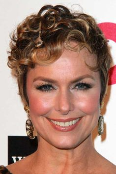 Short Curly Hairstyles For Round Faces Entrancing Short Curly Hairstyles For Women Over 50 With Round Faces  Women