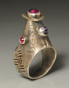 Linda Kaye-Moses - Remembering The Medicis - Form: Finger Ring - Materials: Sterling silver, 18k gold detials, sapphire, iolite