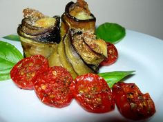 Eggplant and Tomato Appitizer Antipasto, Eggplant Rolls, Buffet, I Want To Eat, Vegetable Salad, Mediterranean Recipes, Light Recipes, Fett, Carne