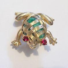 Rare HOBE Green Agate Stone Incased Red Rhinestone Frog Pin/Brooch Gold Tone #HobLaboratories