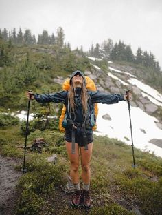 hicking outfits fall outdoors hicking outfits fall outdoors,wandern hicking outfits fall outdoors Related Things Not to Forget when Camping in a TentLetter Lovers: stefanie.teubner zu Gast im Lettering InterviewVorübergehend …Camping in Italien -. Mountain Hiking Outfit, Cute Hiking Outfit, Summer Hiking Outfit, Summer Shorts, Hiking Boots Outfit, Outfit Winter, Trekking Outfit, Mountain Biking, Camping Ideas