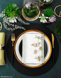 A Botanical Tablescape with 5 DIY Projects - easy crafts to help decorate a gorgeous Entomology inspired table for any party or celebration! #diy #carfts #diycrafts #tablescape #tabledecor #tabletop #tablesetting #insects #wedding #entomology #botanicaltable #dinnerparty #adulthalloween #halloweentable Festive Crafts, Easy Crafts, Straw Decorations, Table Decorations, Botanical Decor, Diy Party, Party Ideas, Easy Diy Projects, Table Centerpieces