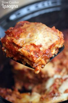 Slow Cooker Lasagna is so easy and yummy! You don't even have to cook the noodles! Lasagna just got so much easier with this Slow Cooker Lasagna! Layer everything in the crockpot--even UN-COOKED noodles! Slow Cooker Lasagna, Crock Pot Slow Cooker, Slow Cooker Recipes, Cooking Recipes, Crock Pot Lasagna, Lasagna Casserole, Meat Lasagna, Crock Pots, Vegan Recipes