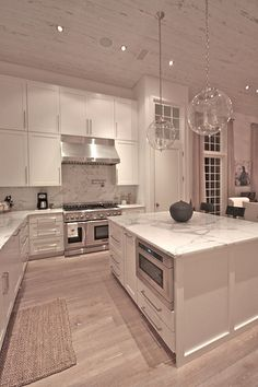 Such a cool Idea! Rosemary Beach Kitchen sweet black and white kitchen interior Decorating on a Dime: Before and After Kitchen Dream House Interior, Luxury Homes Dream Houses, Dream Home Design, Home Interior Design, Mansion Interior, Luxury Kitchen Design, Interior Modern, Home Decor Kitchen, Kitchen Interior