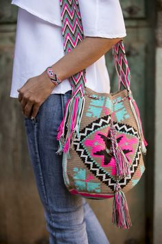 Marvelous Crochet A Shell Stitch Purse Bag Ideas. Wonderful Crochet A Shell Stitch Purse Bag Ideas. Tapestry Bag, Tapestry Crochet, Knit Crochet, Diy Sac, Ethnic Bag, Estilo Hippie, Boho Bags, Crochet Purses, Crochet Bags